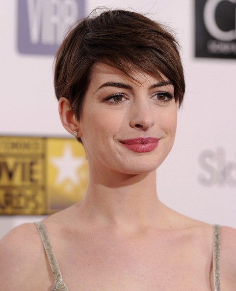 More Pics of Anne Hathaway Pixie (4 of 10) - Short Hairstyles Lookbook - StyleBistro