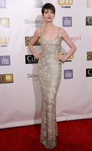 Anne Hathaway looked simply regal in her gold beaded gown at the Critics' Choice Awards.
