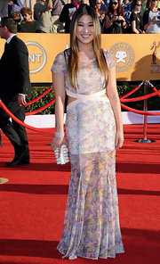 Jenna Ushkowitz attended the 18th Annual SAG Awards wearing a diamond cuff bracelet.