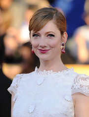 Judy Greer wore a rich cranberry-colored lipstick at the 18th Annual SAG Awards.