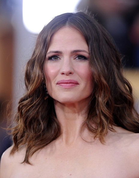 More Pics of Jennifer Garner Long Wavy Cut (2 of 10) - Jennifer Garner Lookbook - StyleBistro