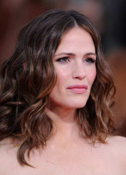 More Pics of Jennifer Garner Long Wavy Cut (4 of 10) - Long Wavy Cut Lookbook - StyleBistro