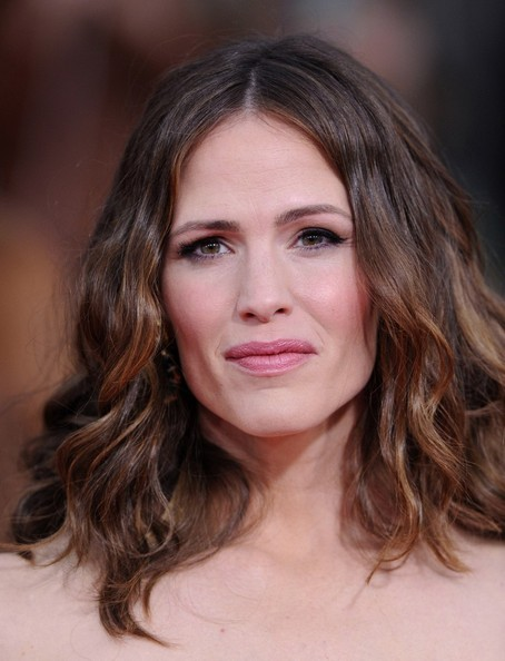More Pics of Jennifer Garner Long Wavy Cut (3 of 10) - Long Wavy Cut Lookbook - StyleBistro