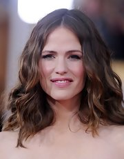 Jennifer Garner brought her inner-bohemian to the 2013 SAG Awards with this day-at-the-beach curled 'do.