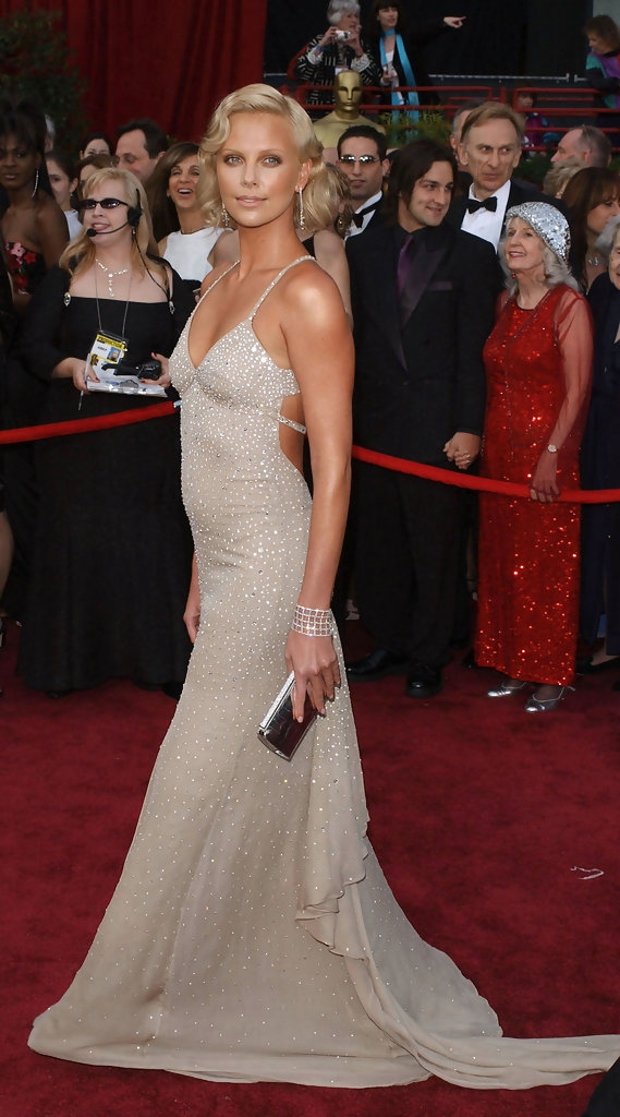 ©AXELLE/BAUER-GRIFFIN.COM  .76TH Annual Academy Awards-arrivals..Kodak Theatre, Hollywood & Highland, Hollywood, CA..February 29, 2004..Pic Shows: Charlize Theron