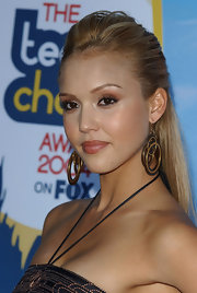 Jessica accented her sleek updo with triple hoop earrings. at the 2004 Teen Choice Awards.