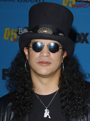 Slash accessorized with a sterling pendant shaped like a sexy girl at the 2005 Billboard Music Awards.