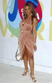 Lil Kim attended the 2005 VMAs wearing a luxurious looking dress and a pair of metallic T-strapped pumps to match it.