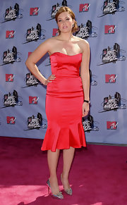 Mandy Moore teamed her red satin dress with metallic silver pumps.