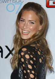 Bar Refaeli sported fake lashes for the 'Sports Illustrated' swimsuit launch party.