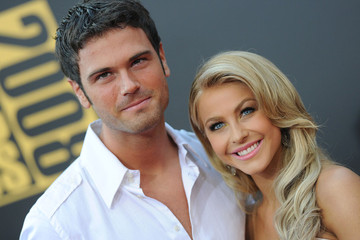 Julianne Hough Chuck Wicks 2008 American Music Awards - Arrivals
