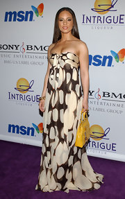 Alicia Keys donned a 70's print maxi dress for the pre-grammy party.