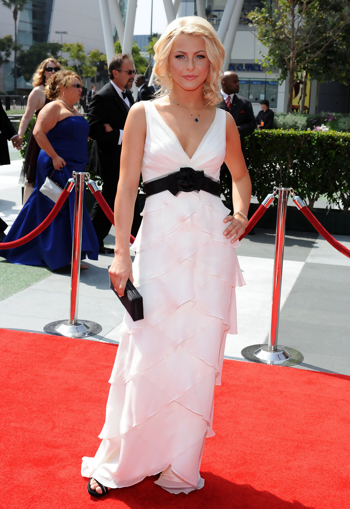 more pics of julianne hough pinned up ringlets 11 of 13