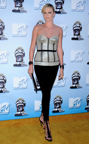 Charlize attended the MTV Movie Awards in a strapless silver corset with black piping and skinny black pants.