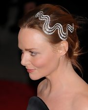 Stella wore a sparkling swirl barette in her hair for the Met Costume Gala.