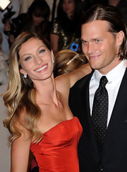 Gisele kept her beauty look simple, opting for dark and full lashes that complemented her sparkling eyes.