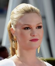 Julia Stiles attended the 2011 Primetime Creative Arts Emmy Awards with shimmering, cooper eyeshadow. To try her look at home, line inner rims of eyes and upper and lower lash lines. Next, apply a metallic copper shade to upper lids, blending up into crease. Finish with several coats of black mascara.
