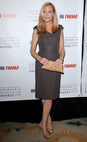 Jennifer Westfeldt stuck to a neutral palette with this nude leather clutch and gray dress combo at the 2012 Courage in Journalism Awards.