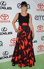 Constance looked vibrant in this long floral print dress at the Environmental Media Awards.