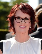 We hardly recognized Megan Mullally with her new super-short burgundy layers!