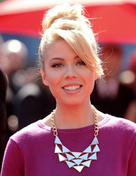 More Pics of Jennette McCurdy Loose Bun (1 of 8) - Loose Bun Lookbook - StyleBistro