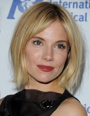 Sienna Miller attended the International Medical Corps Awards wearing her hair in a center-parted bob.