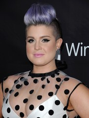 Kelly Osbourne contrasted her edgy hairstyle with a sweet pink lip.