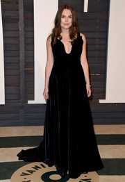 Keira Knightley showed off her vampy maternity style with this plunging black Valentino Couture velvet gown during the Vanity Fair Oscar party.