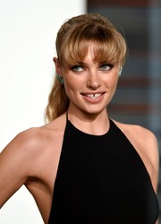 Jessica Hart sported a girl-next-door pony with bushy bangs at the Vanity Fair Oscar party.