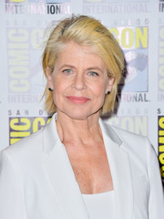 Linda Hamilton sported a side-parted, straight cut at Comic-Con International 2019.