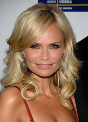 Kristin Chenoweth paired her stunning jewels with long layered curls that were softly swept to the side.