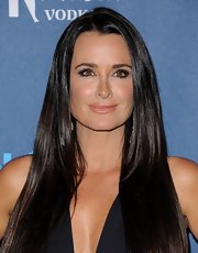 Nude lip gloss gave Kyle Richards a natural beauty look at the GLAAD Media Awards.