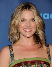 A dark pink lip gloss gave Ali Larter a sexy and luscious pout.