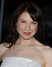 Renee Zellweger complemented her rosy complexion with pink lipstick with a slight sheen.