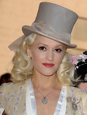 Gwen Stefani added more sparkle via an elegant diamond brooch.