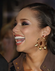 Alicia Keys adds a dazzling touch to her look with gold beaded hoops at the AMAs.