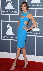 Karlie Kloss' silver evening sandals and bright blue cutout dress at the Grammys were a super-sexy pairing.