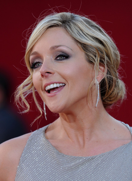 More Pics of Jane Krakowski Dangling Diamond Earrings (1 of 2) - Jane Krakowski Lookbook - StyleBistro