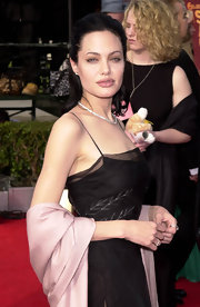 Angelina carried a pink shawl with her black dress for the SAG Awards.