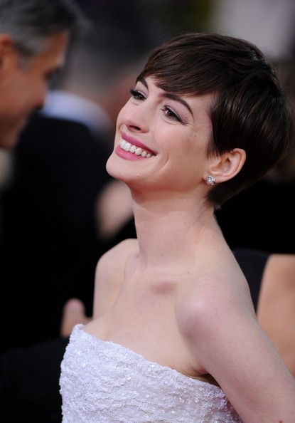 More Pics of Anne Hathaway Pink Lipstick (1 of 13) - Anne Hathaway Lookbook - StyleBistro
