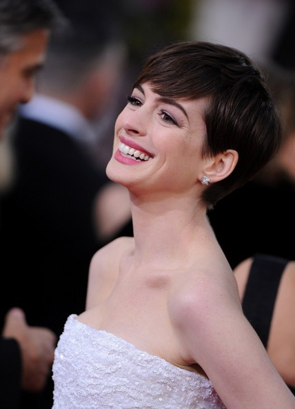 More Pics of Anne Hathaway Pink Lipstick (3 of 13) - Anne Hathaway Lookbook - StyleBistro
