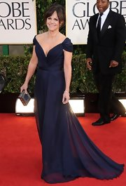 Sally Field looked like a breath of fresh air in this navy off-the-shoulder gown at the Golden Globe Awards.