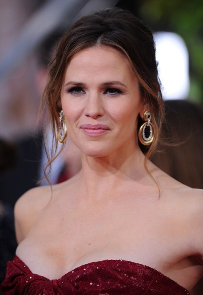 More Pics of Jennifer Garner Messy Updo (6 of 13) - Updos Lookbook - StyleBistro