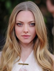 Amanda styled her ashy-blond tresses into ethereal waves for the 2013 Golden Globe Awards.