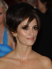 Penelope Cruz lit up the red carpet with yellow earring studs.