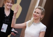 Naomi Watts attended the Oscars wearing a stunning spider web-inspired diamond necklace by Bulgari.