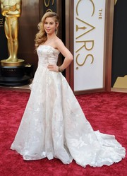 Tara Lipinski looked quite the princess at the Oscars in a Rani Zakhem strapless fit-and-flare gown with a long train.