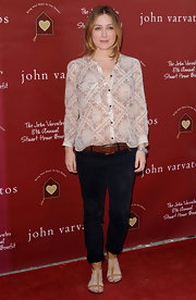 Sasha Alexander tucked a lightweight white floral print button-down into a pair of cropped jeans.