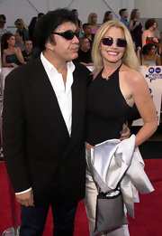 Shannon Tweed carried a gray canvas bag at the MTV Movie Awards.