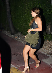 Kate's cute tasseled hobo bag comes in a wonderful neutral shade that works with most casual outfits.